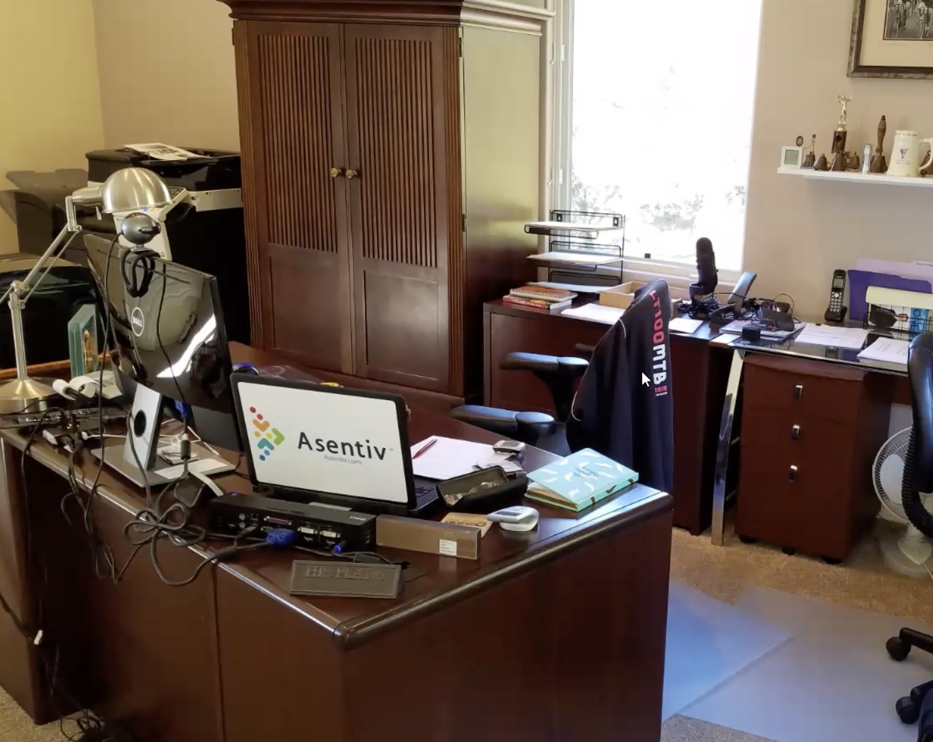 mike-macedonio-asentiv-home-office-mess